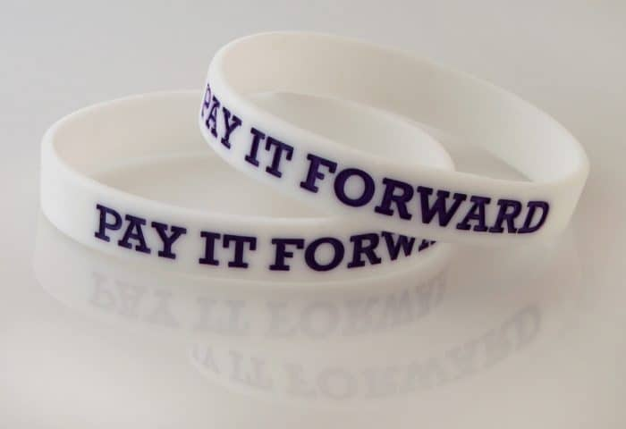 pay it forward - featured